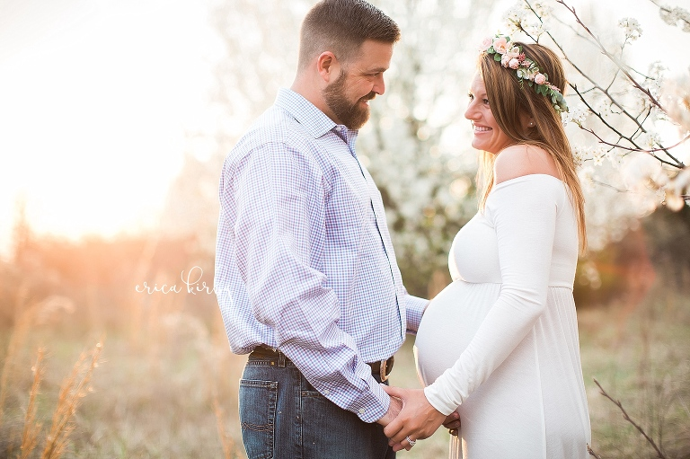 Maternity session in field with white flowers northwest arkansas pregnancy photographer Bentonville Rogers Fayetteville AR - Erica Kirby Photography